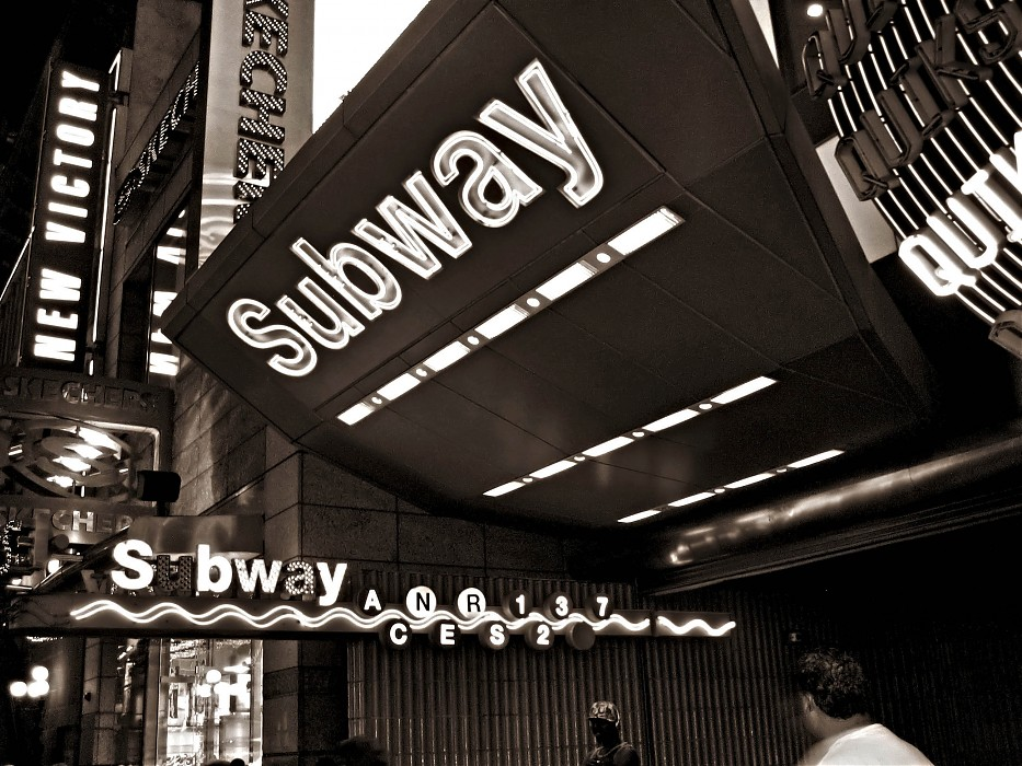 photoblog image N.Kama 'Subway on 42nd St.' New York 2007